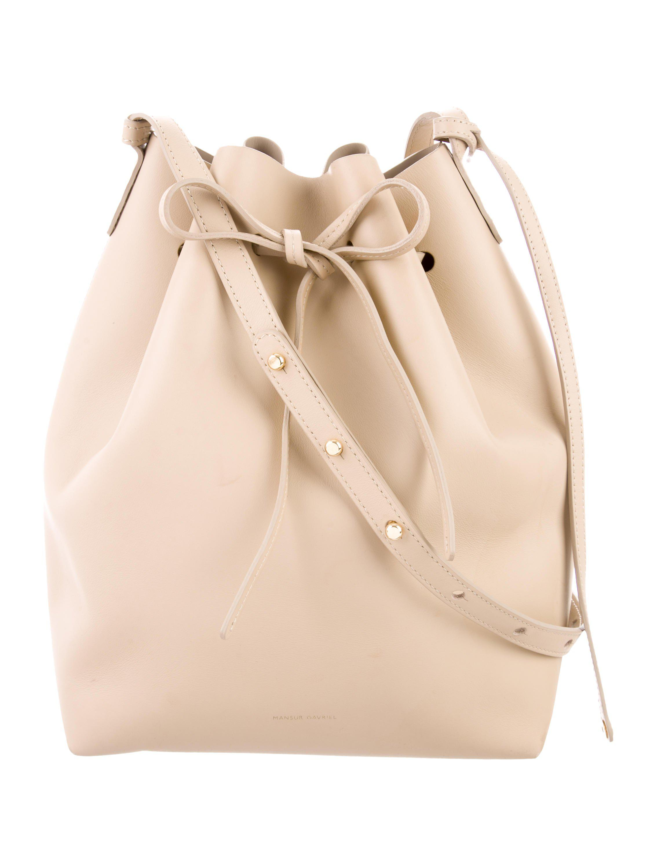 3d75dde2bc36 ... Metallic Leather Bucket Bag Nude - Lyst. View fullscreen