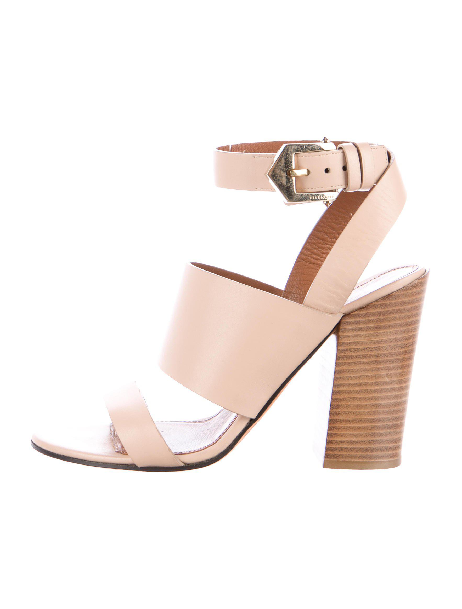 08fec91968d Gallery. Previously sold at  The RealReal · Women s Gold Sandals