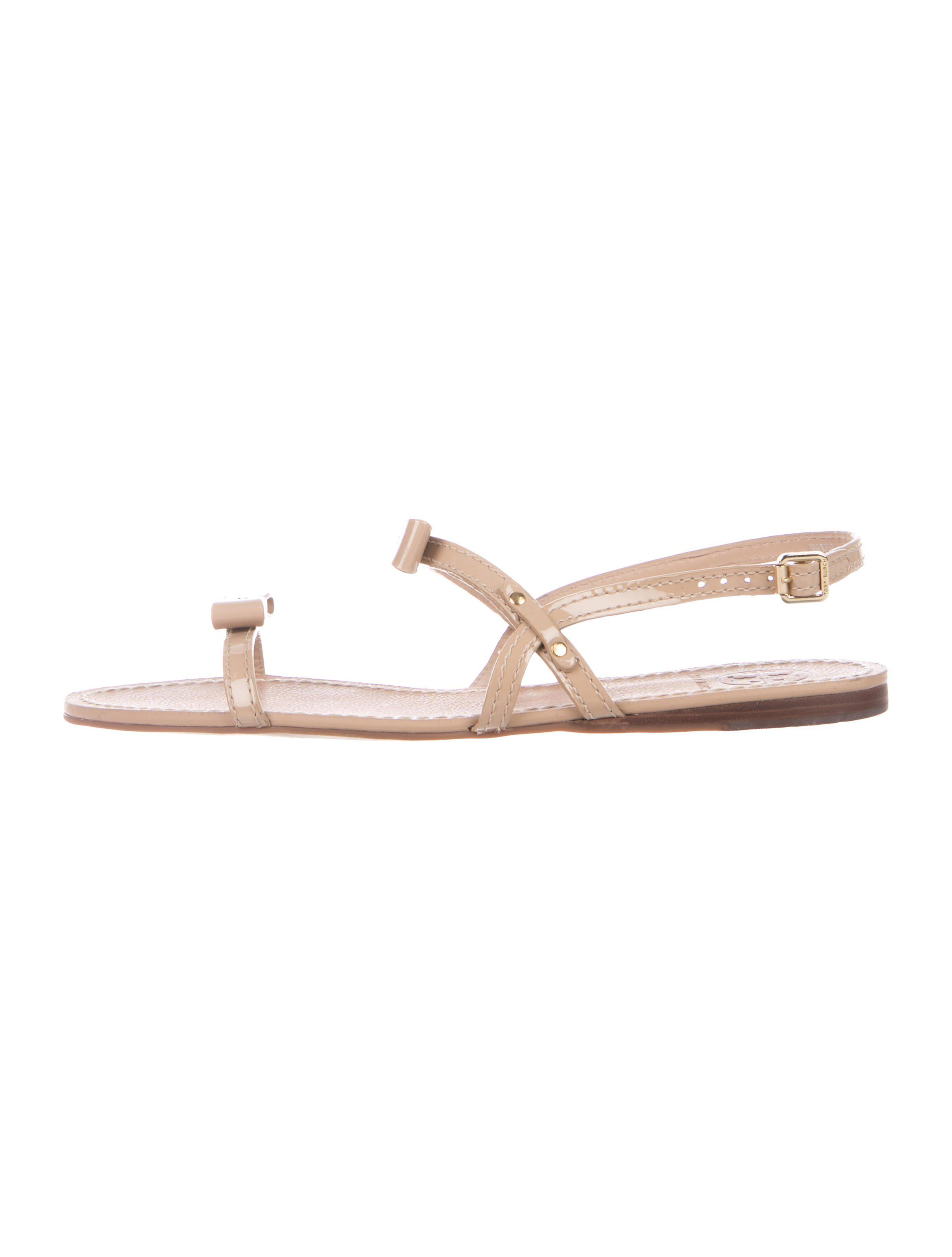 45bcebc77eb6 Lyst - Tory Burch Kailey Patent Leather Sandals Tan in Metallic