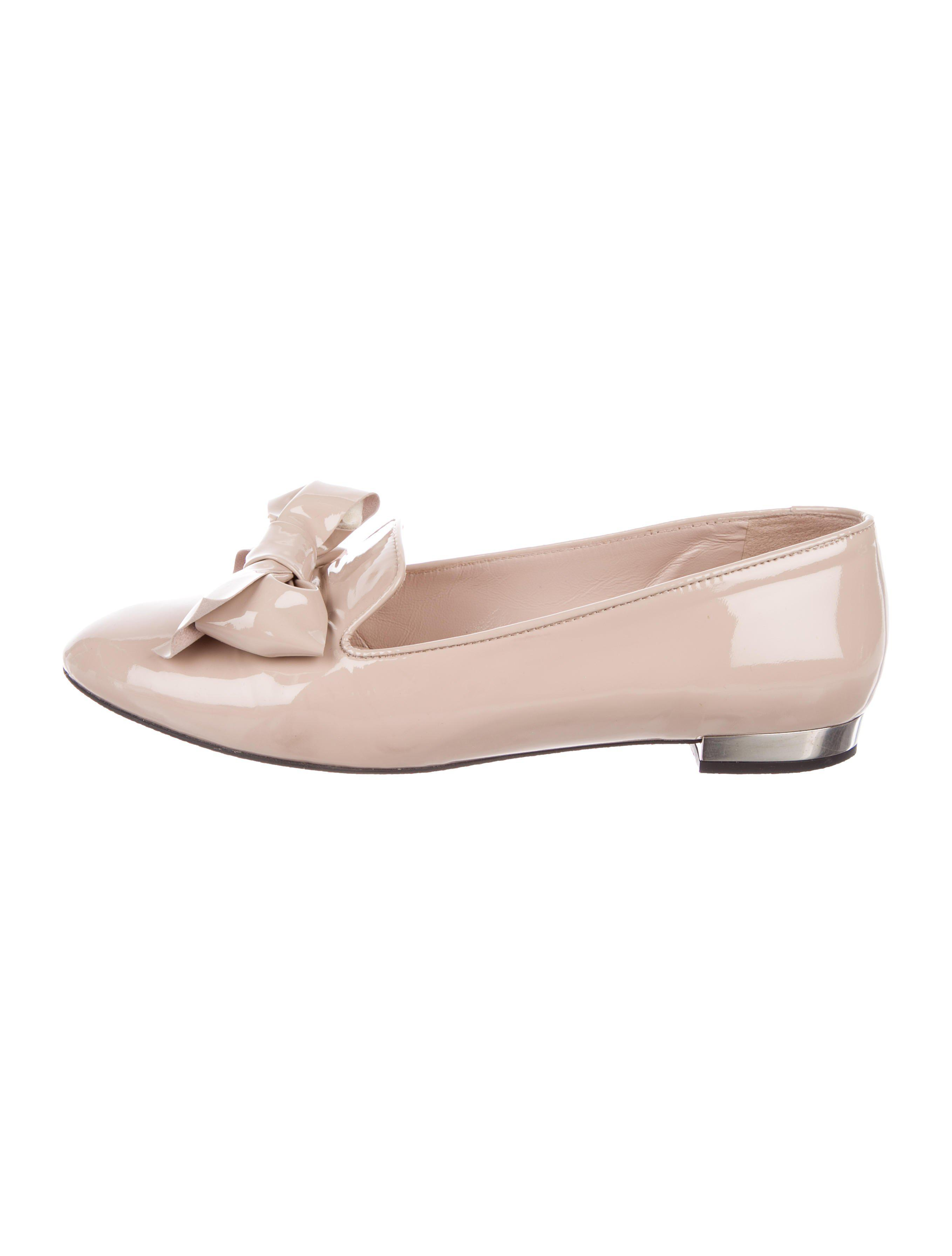 Miu Miu Patent Leather Bow-Adorned Loafers discount geniue stockist hot sale cheap online 4n5Axxv5