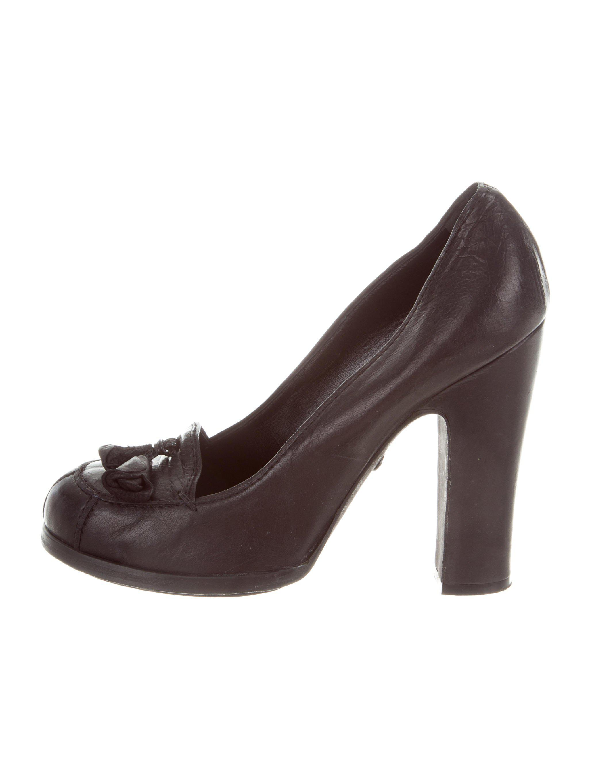 Rochas Leather Round-Toe Pumps quality free shipping for sale yuNzKW