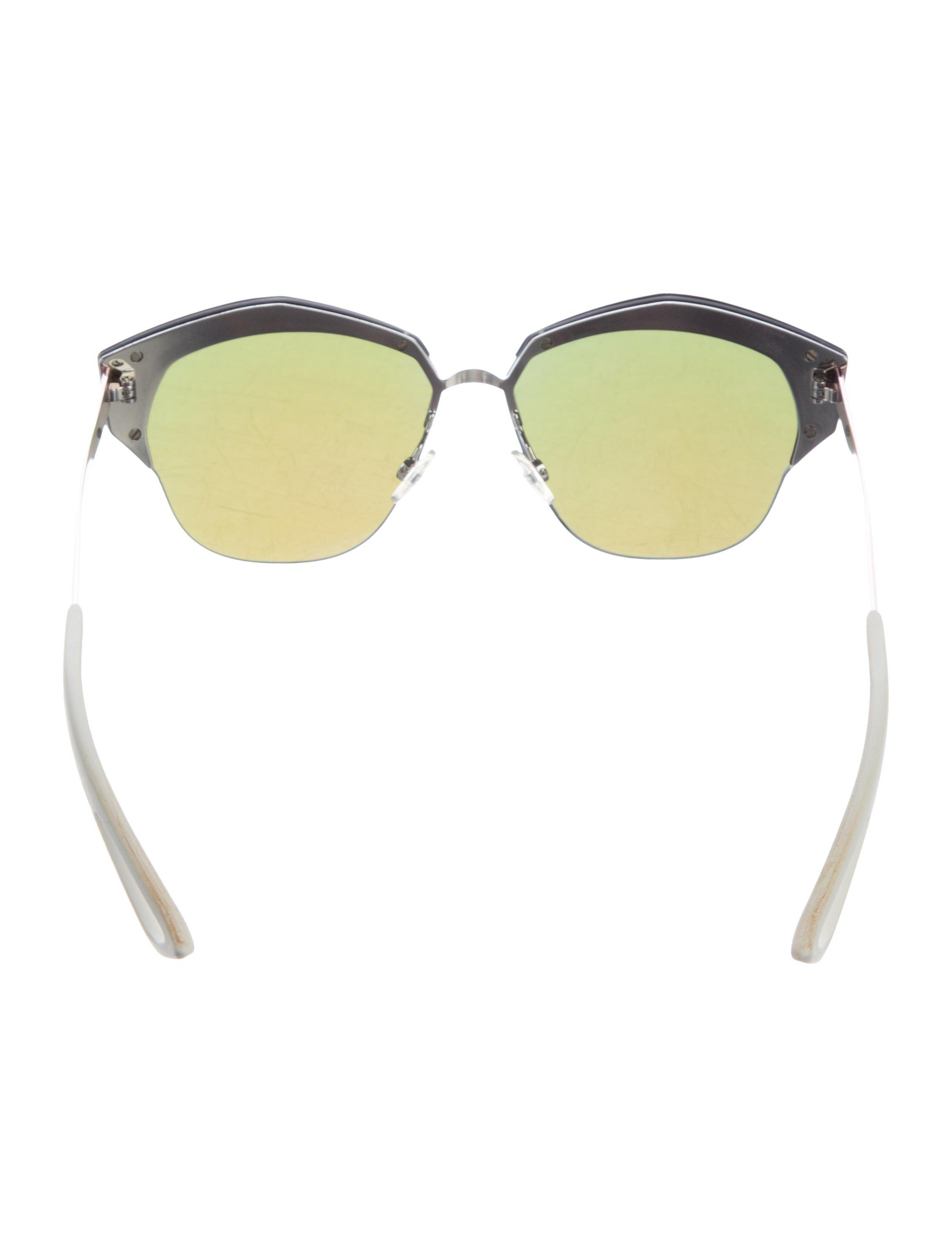 ef6159b497157 Gallery. Previously sold at  The RealReal · Women s Mirrored Sunglasses  Women s Clubmaster ...