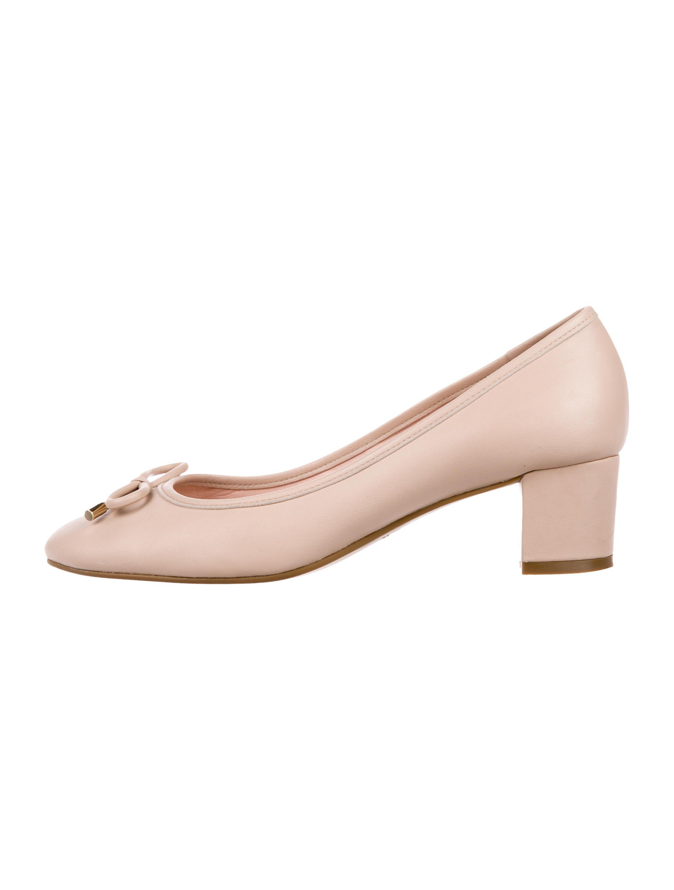 13e6e9b1e00 Lyst - Kate Spade Leather Bow Pumps Beige in Natural