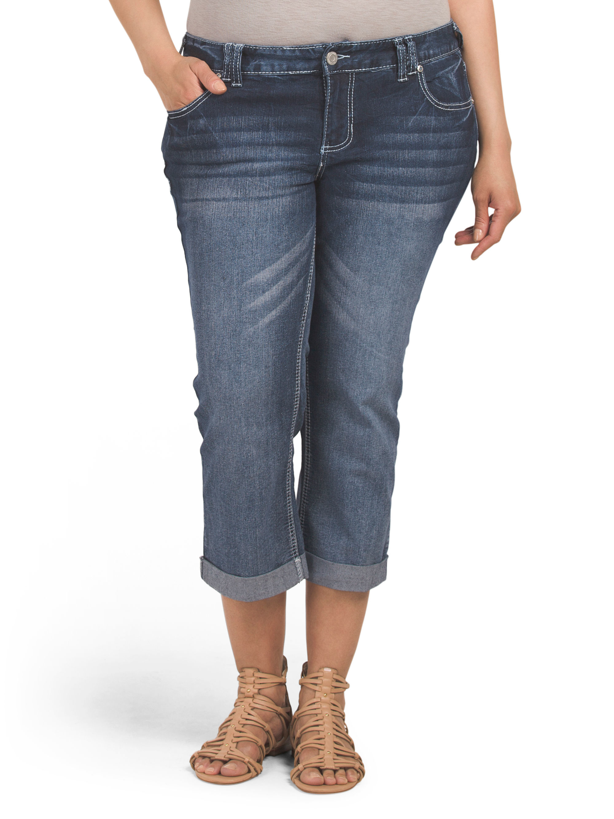 Women's Tj Maxx Clothing T. J. Maxx is one of the leading names in designer clothes and accessories. It pulls together the very best names in fashion, from DVF to Marc Jacobs to Ralph Lauren, and puts them in one place for price-savvy shoppers.