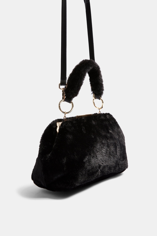Sac à bandoulière en fourrure noire Felicity Synthétique TOPSHOP en coloris Noir