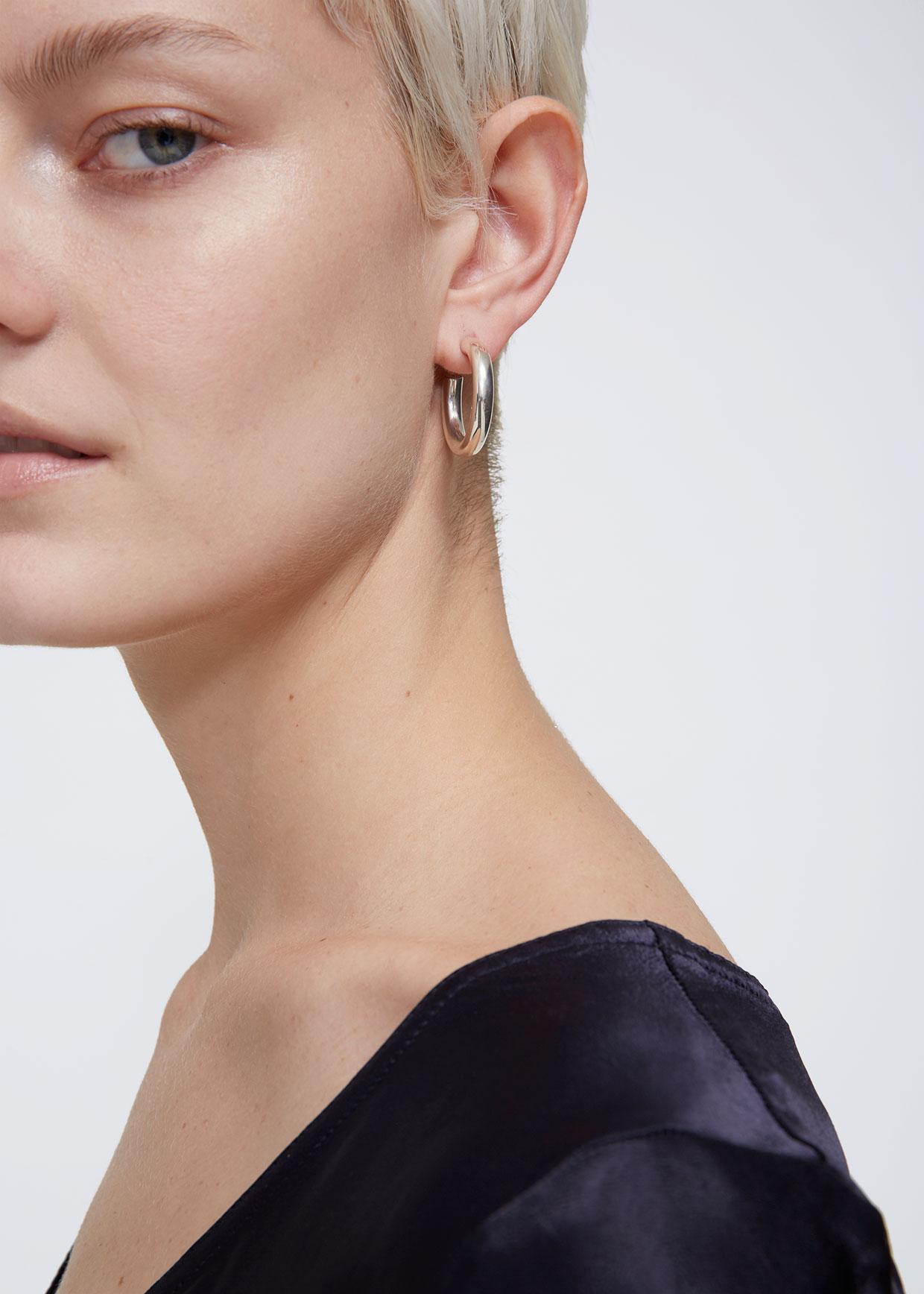 a0158b5bdc84a Sophie Buhai Small Everyday Hoop Earrings in Metallic - Lyst