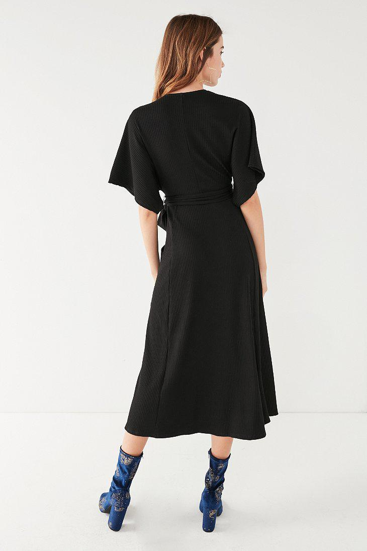 c8d00a9405568 Urban Outfitters Uo Ribbed Knit Plunging Midi Dress in Black - Lyst