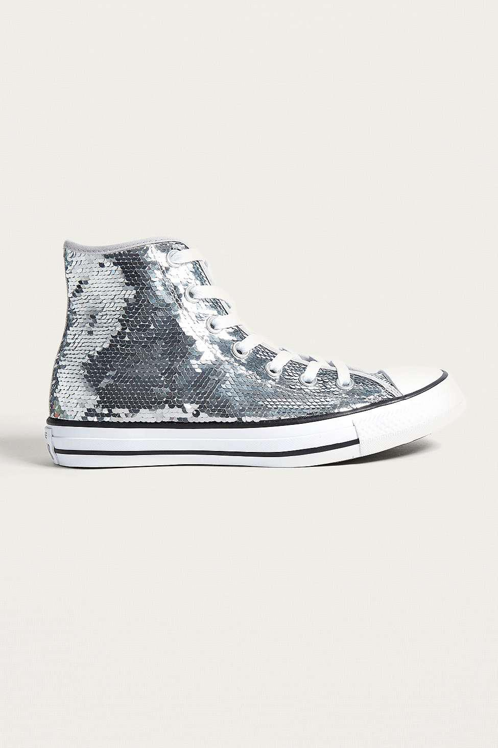 9b0857572bea Gallery. Previously sold at  Urban Outfitters · Women s Converse Chuck  Taylor ...