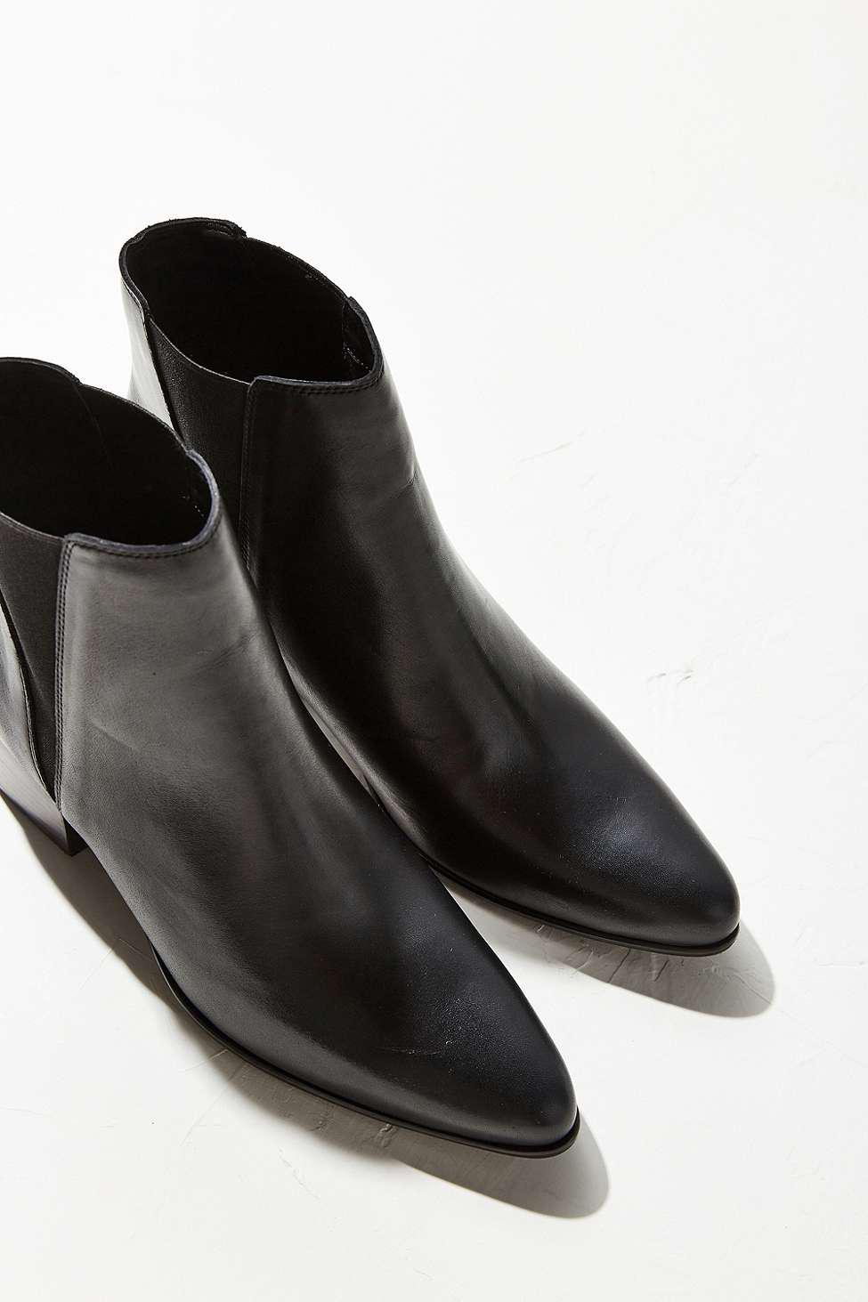 Urban Outfitters Pola Leather Chelsea Boots in Black