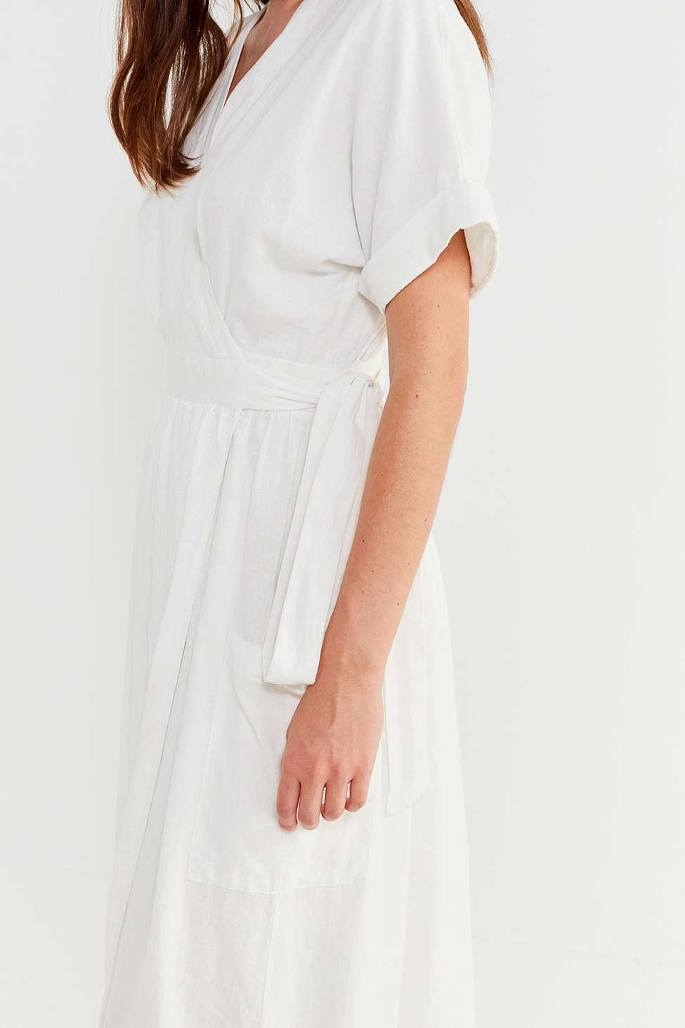 0f42b7f550 Gallery. Previously sold at  Urban Outfitters · Women s White Linen Dresses  ...