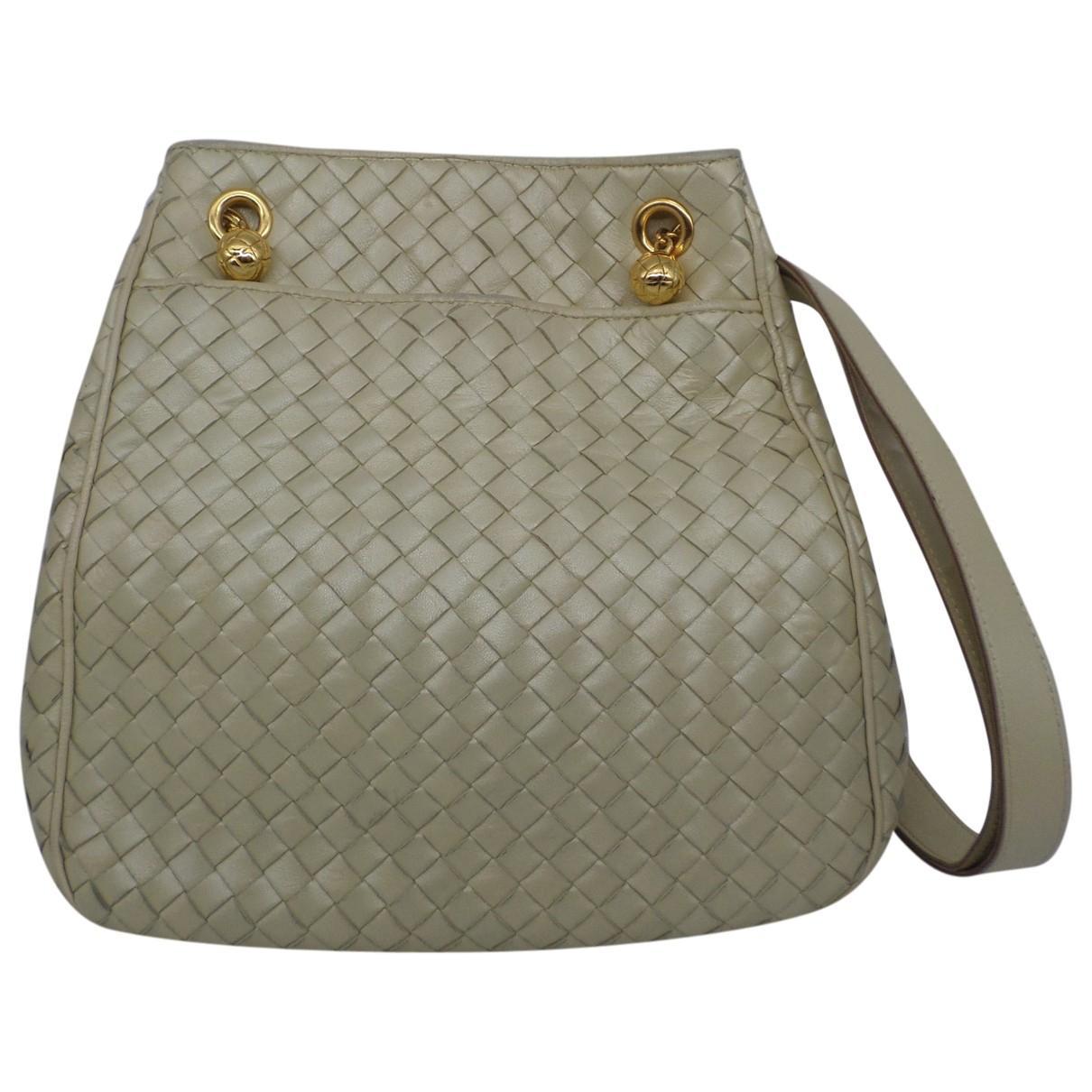 bc8a133ca9 Bottega Veneta Leather Handbag in Natural - Lyst
