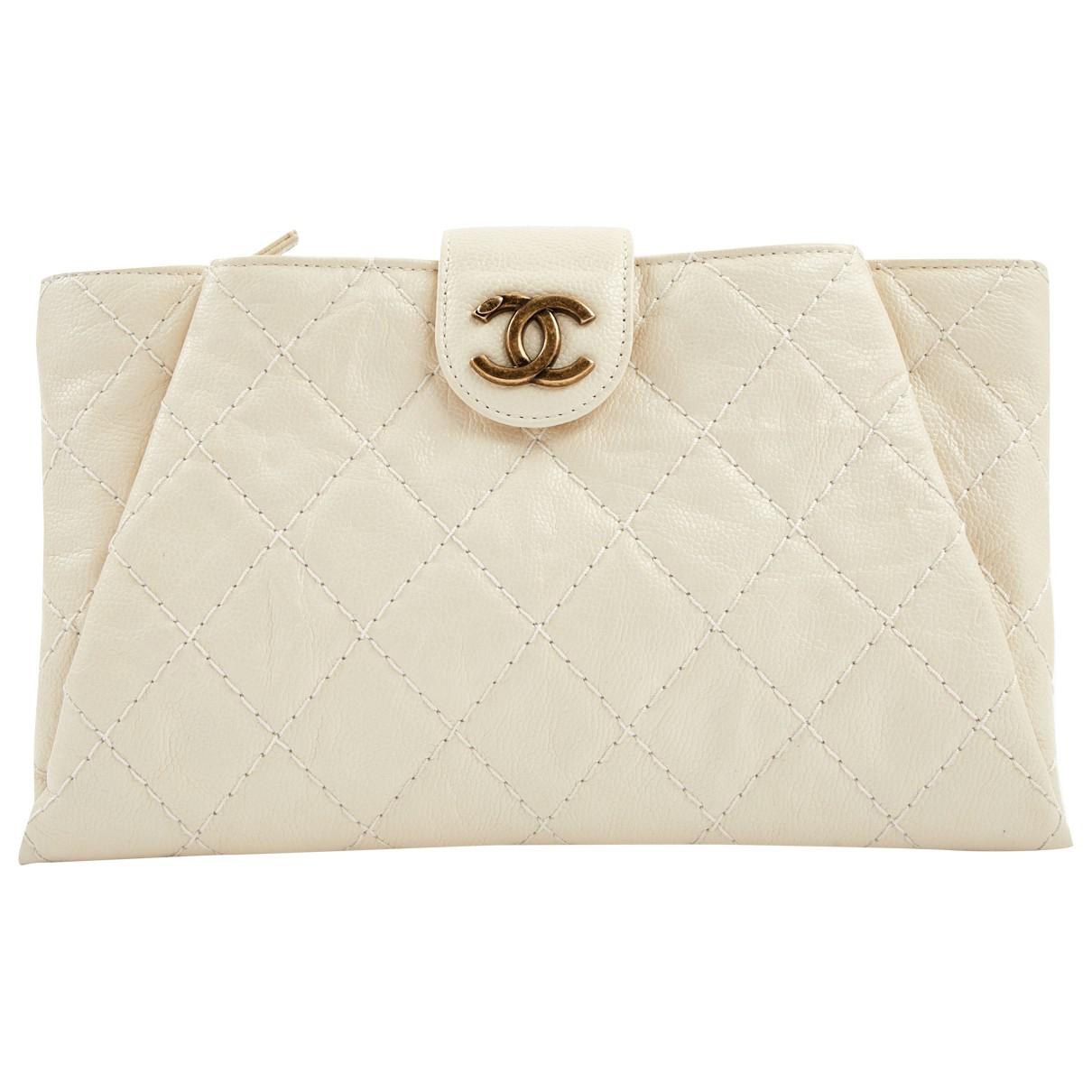 a2143ad9b Chanel Pre-owned Leather Clutch Bag - Lyst