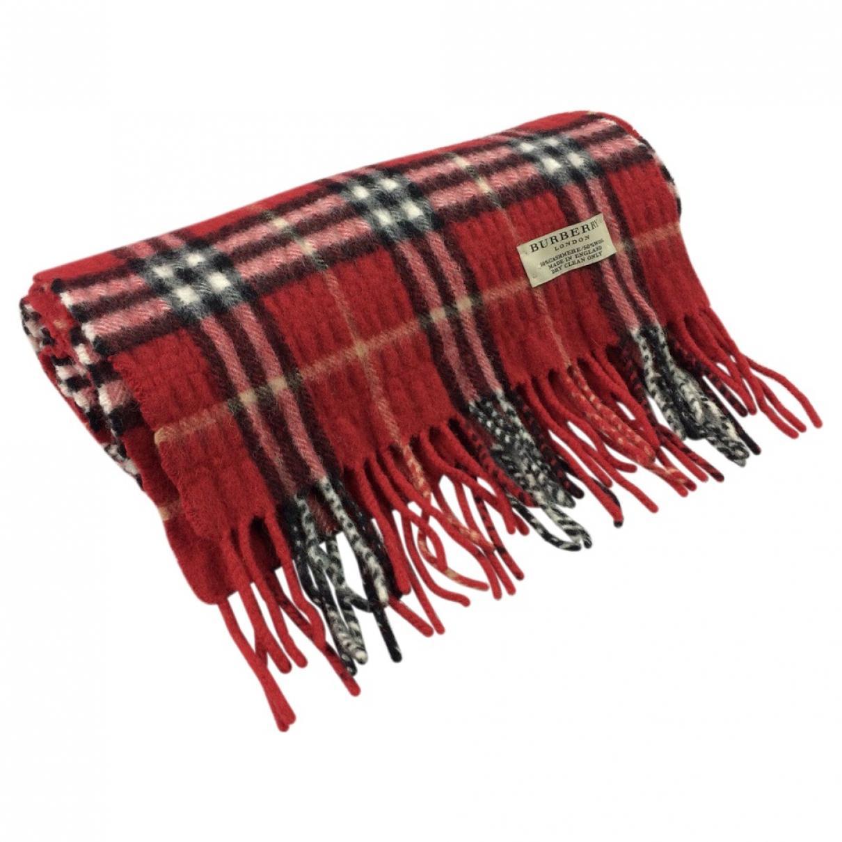 7960a68484b0 Lyst - Echarpe en laine Burberry en coloris Rouge