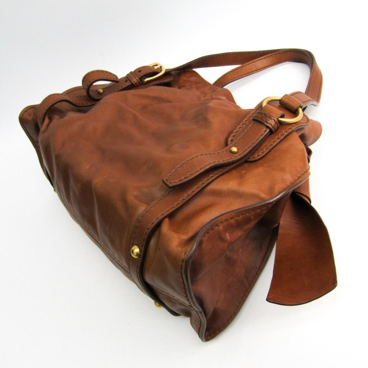 Miu Miu Leder Leder Handtaschen in Braun 2PvPr