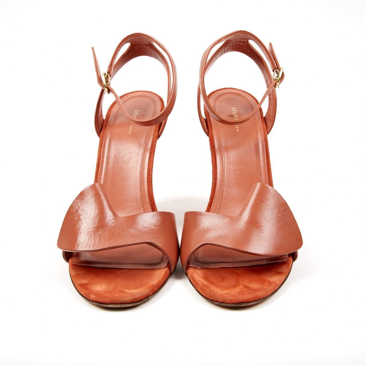 Tacones en cuero marrón Celine de color Marrón