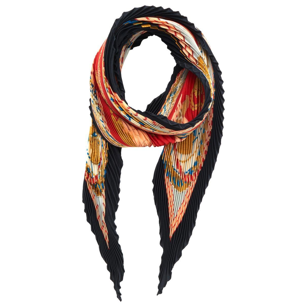 Lyst - Carré Plissé en soie Hermès en coloris Noir da5dc44fa95