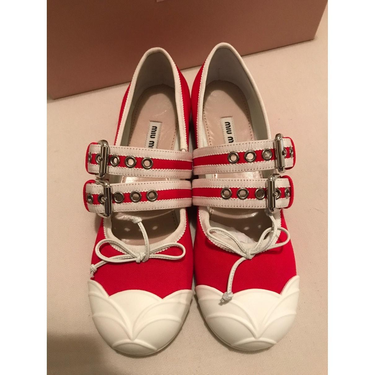 Bailarinas en lona rojo Miu Miu de Lona de color Rojo