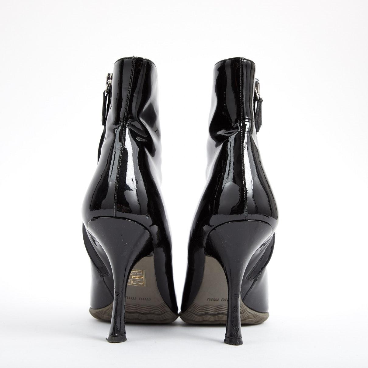 Botas en charol negro N Miu Miu de Cuero de color Negro