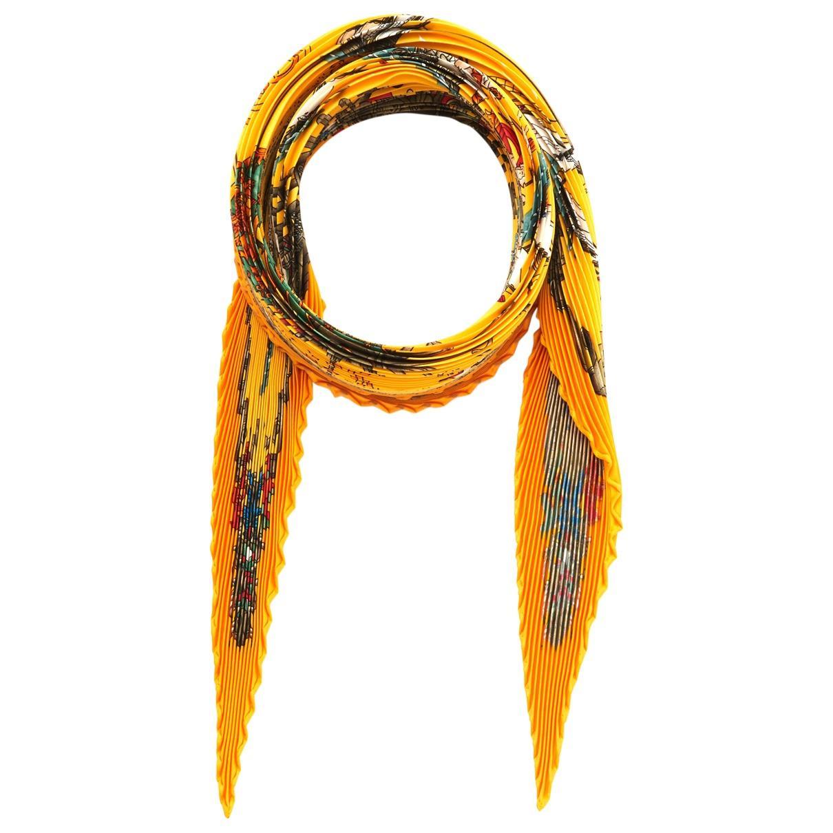 3ced94540de1 Lyst - Carré Plissé en soie Hermès en coloris Orange