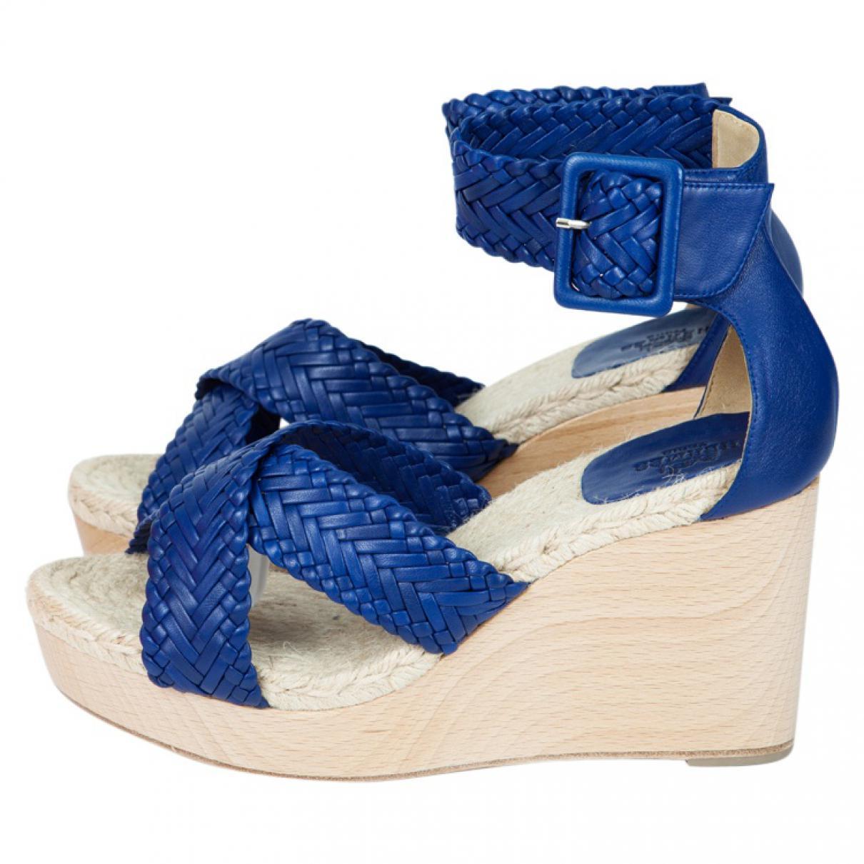 11ff160381e1 Hermès Blue Leather Sandals in Blue - Lyst