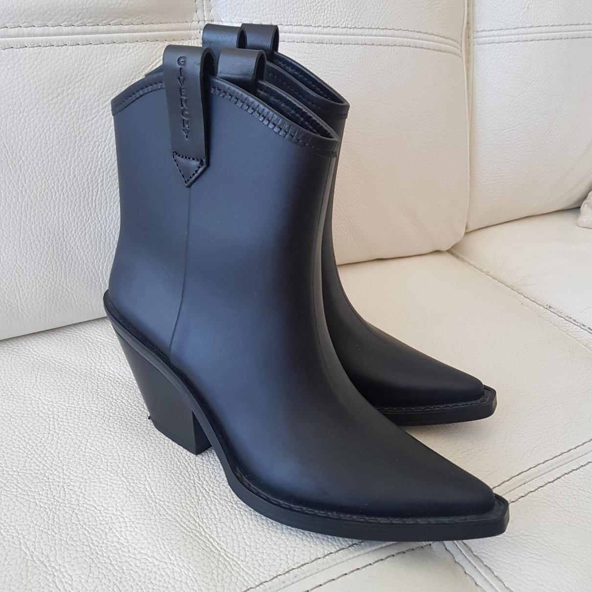 Botines en caucho negro Givenchy de Caucho de color Negro