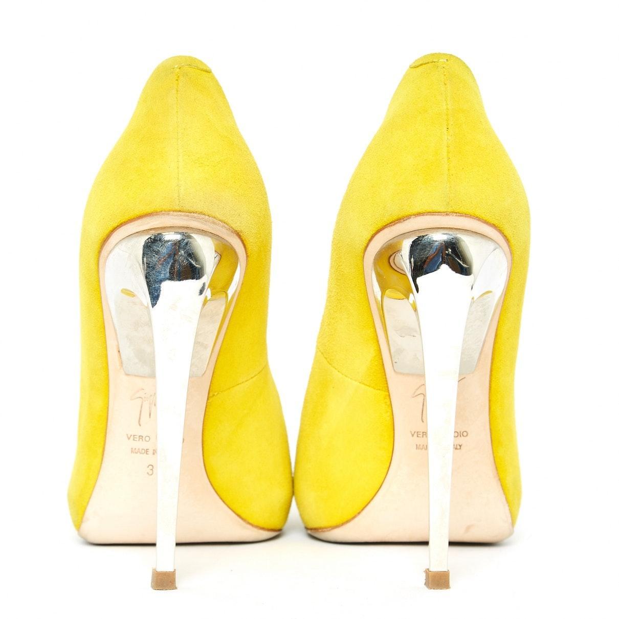 Tacones en ante amarillo Giuseppe Zanotti de Ante de color Amarillo