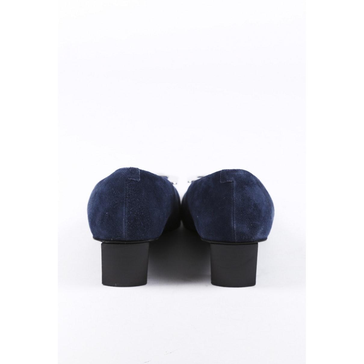 Tacones en ante azul Roger Vivier de Ante de color Azul