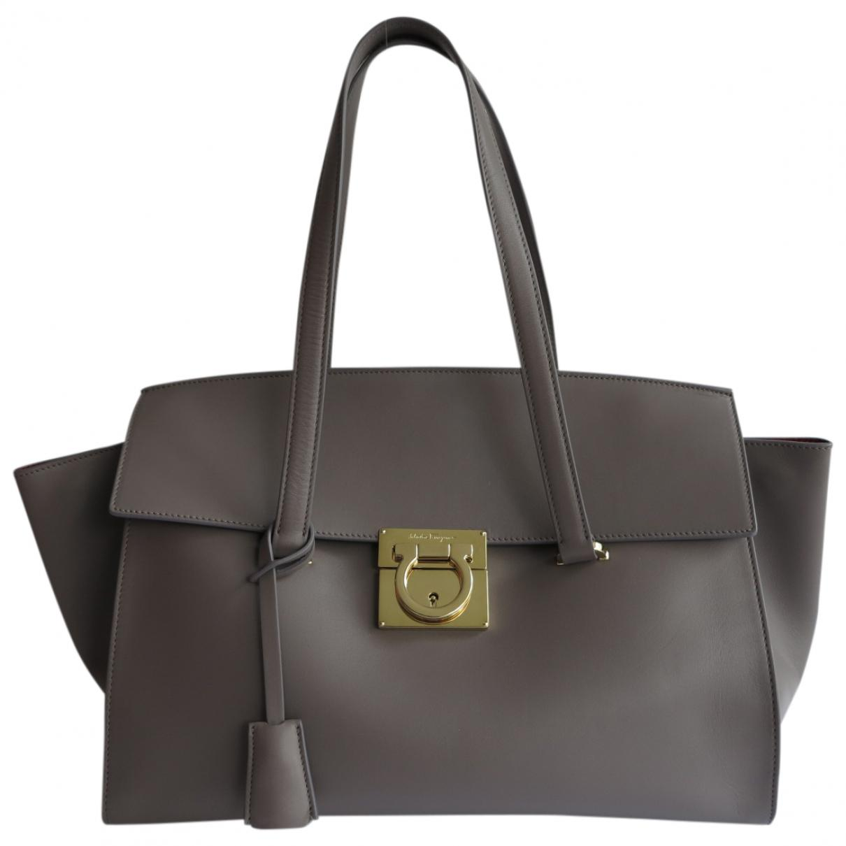 cd3faa09e98c Ferragamo Pre-owned Leather Handbag in Gray - Lyst