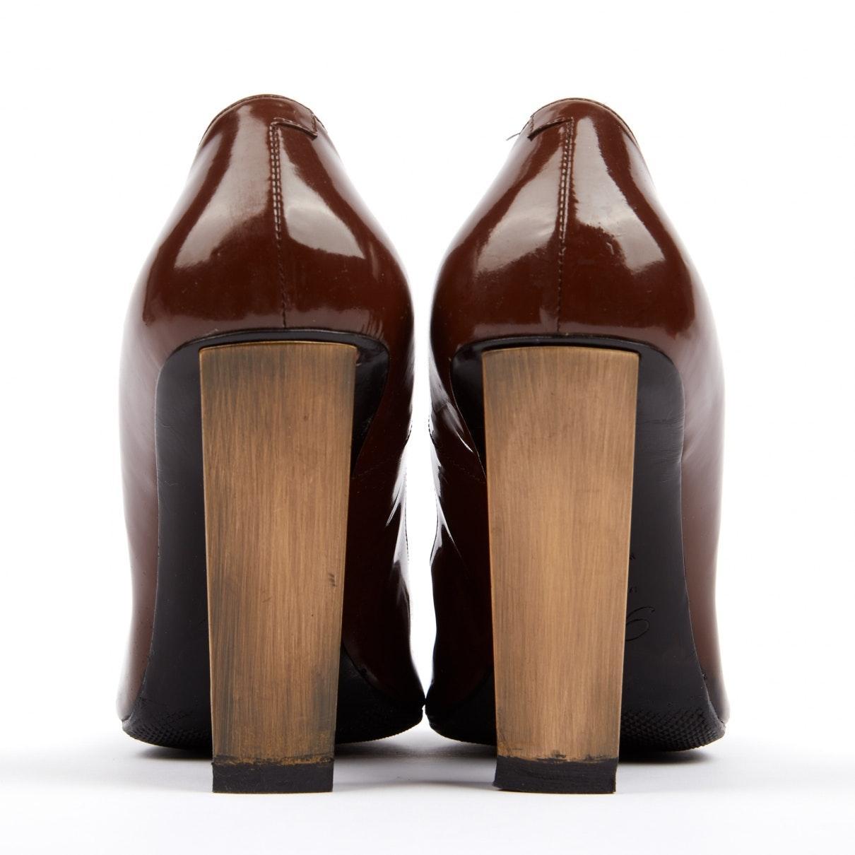 Tacones en charol marrón N Roger Vivier de color Marrón