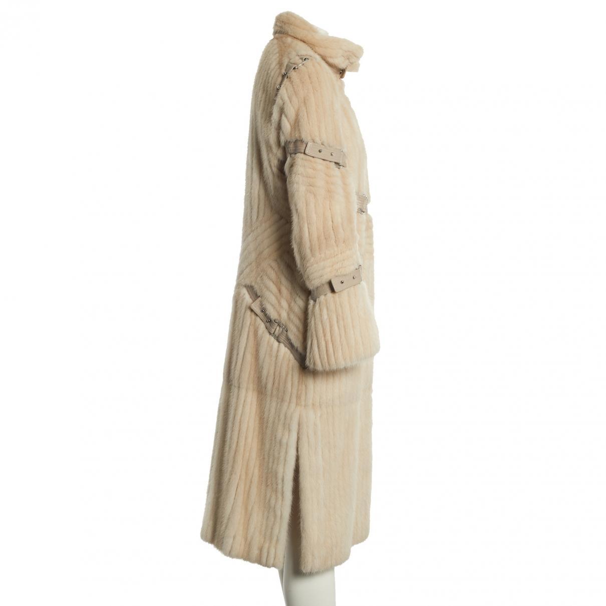 Manteau en vison Versace en coloris Neutre VD5AZ