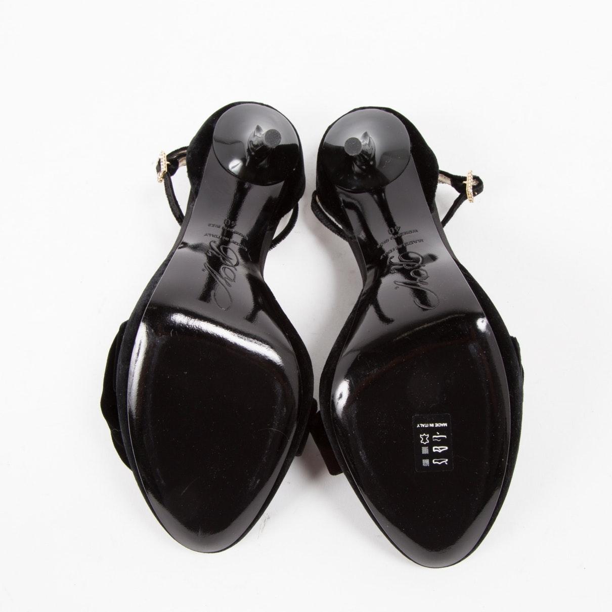 Tacones en terciopelo negro Roger Vivier de Terciopelo de color Negro