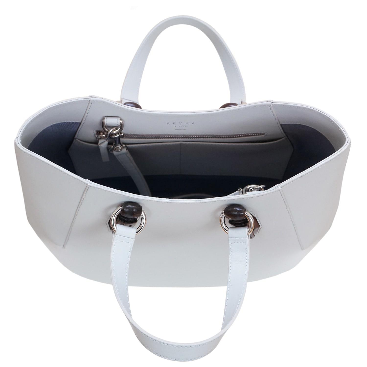 AEVHA Leather Garnet Tote In Dove With Wooden Hardware in Grey (Grey)