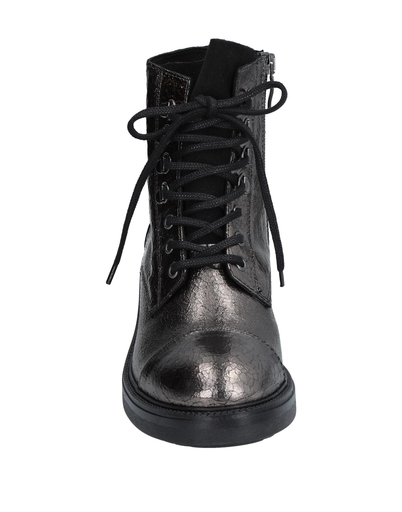 Mally Leather Ankle Boots in Bronze (Black)