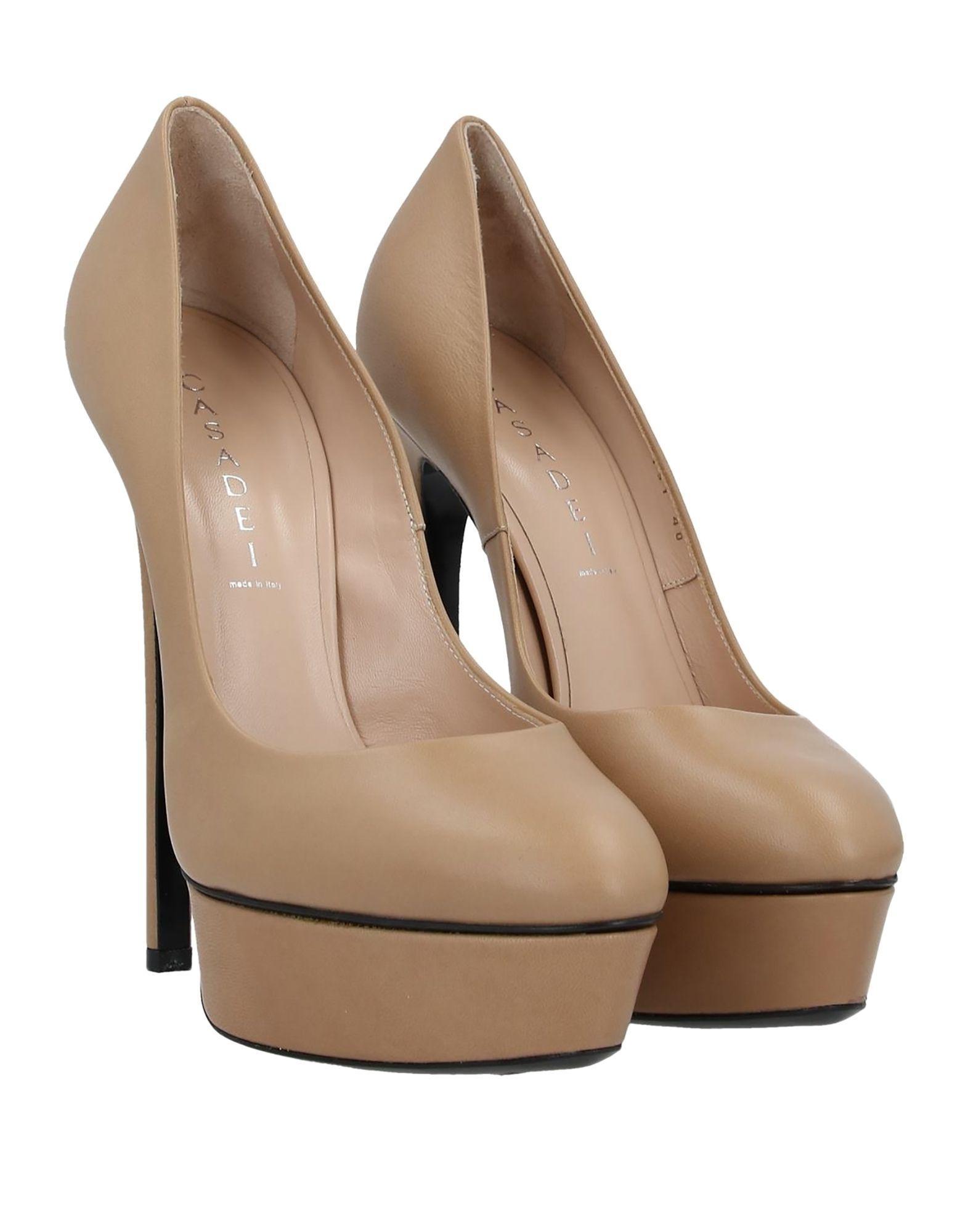 Zapatos de salón Casadei de color Neutro