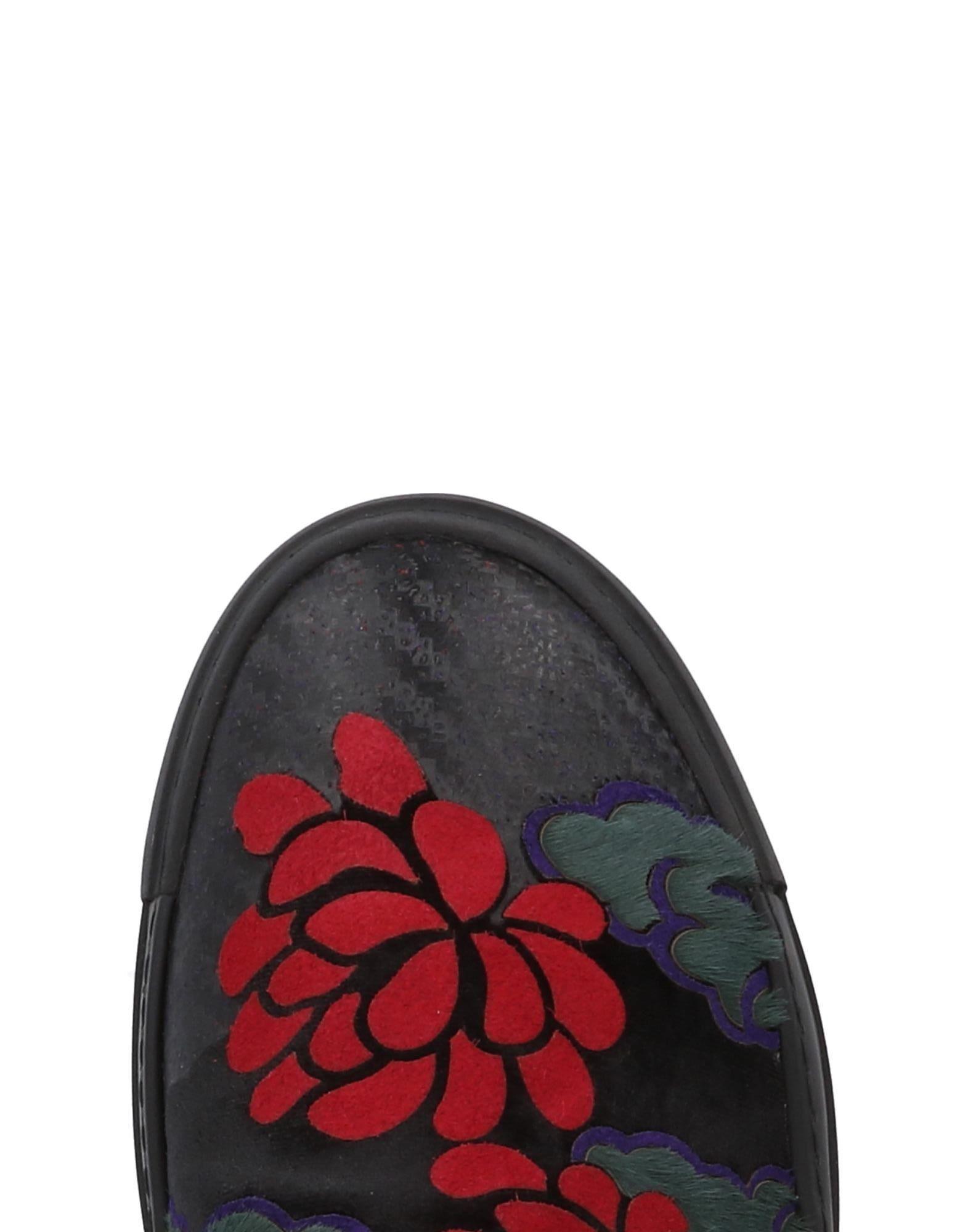 Vic Matié Velvet Low-tops & Sneakers in Black