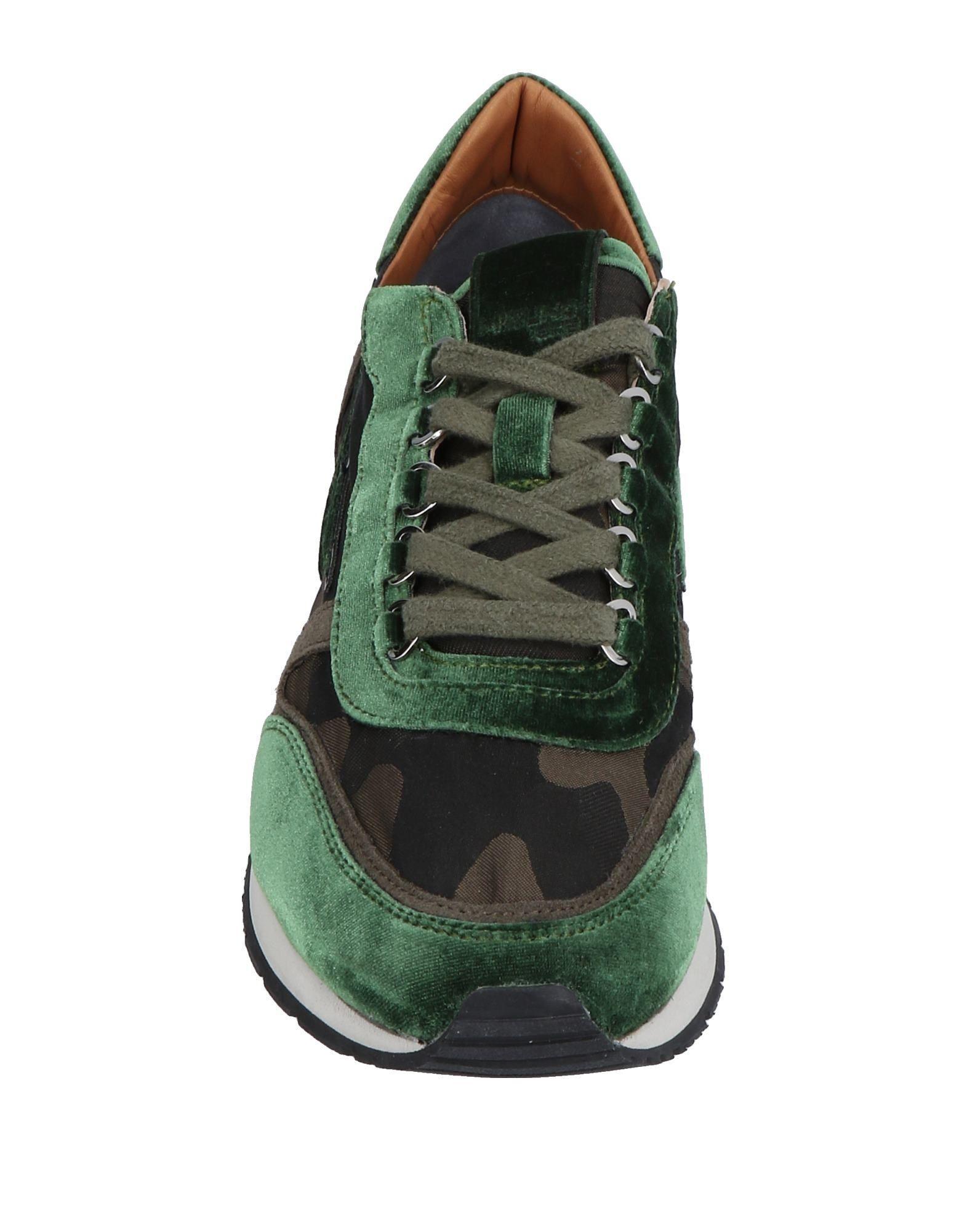 Mizuno Low-tops & Sneakers in Green