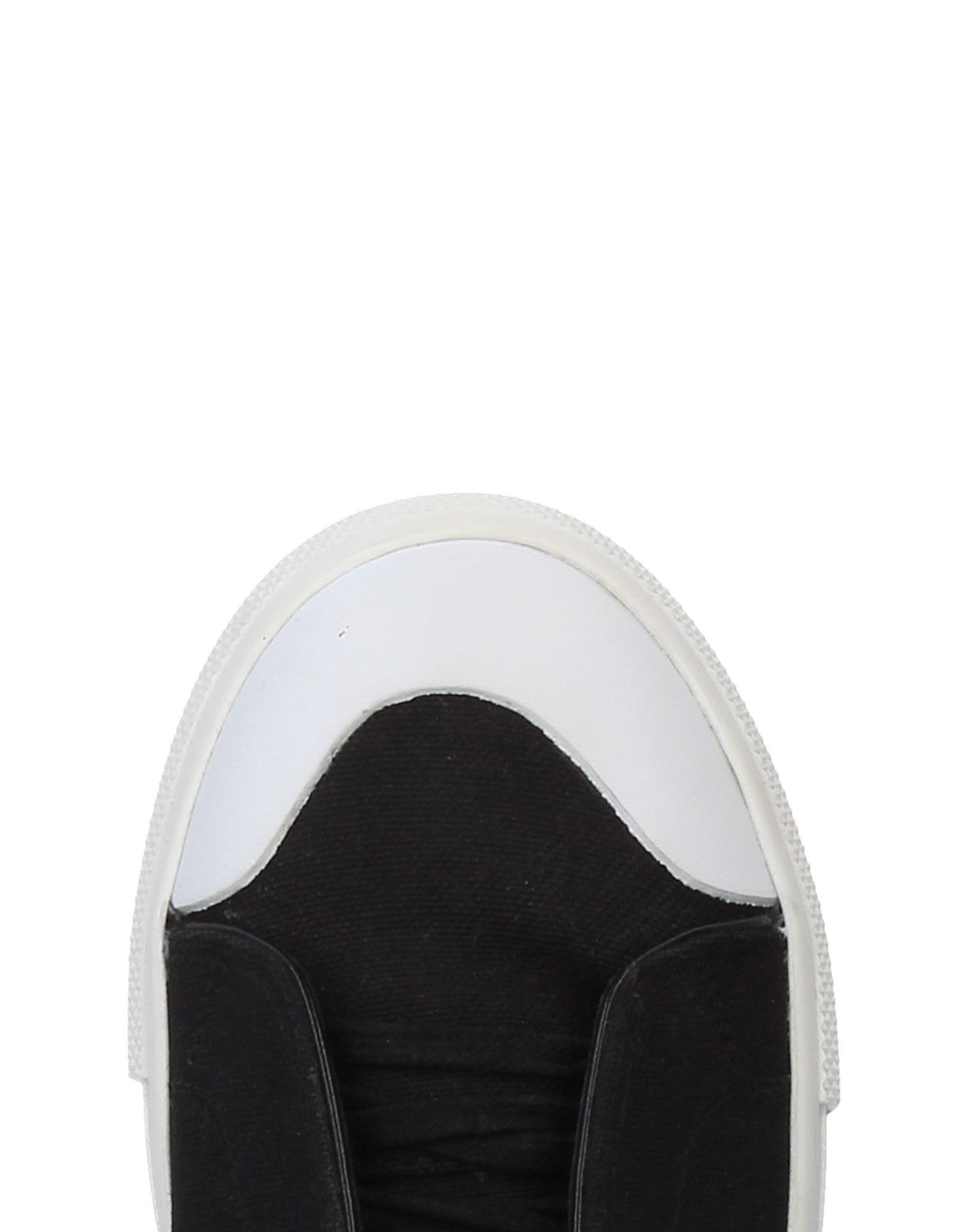 Alexander McQueen Canvas Low-tops & Sneakers in Black