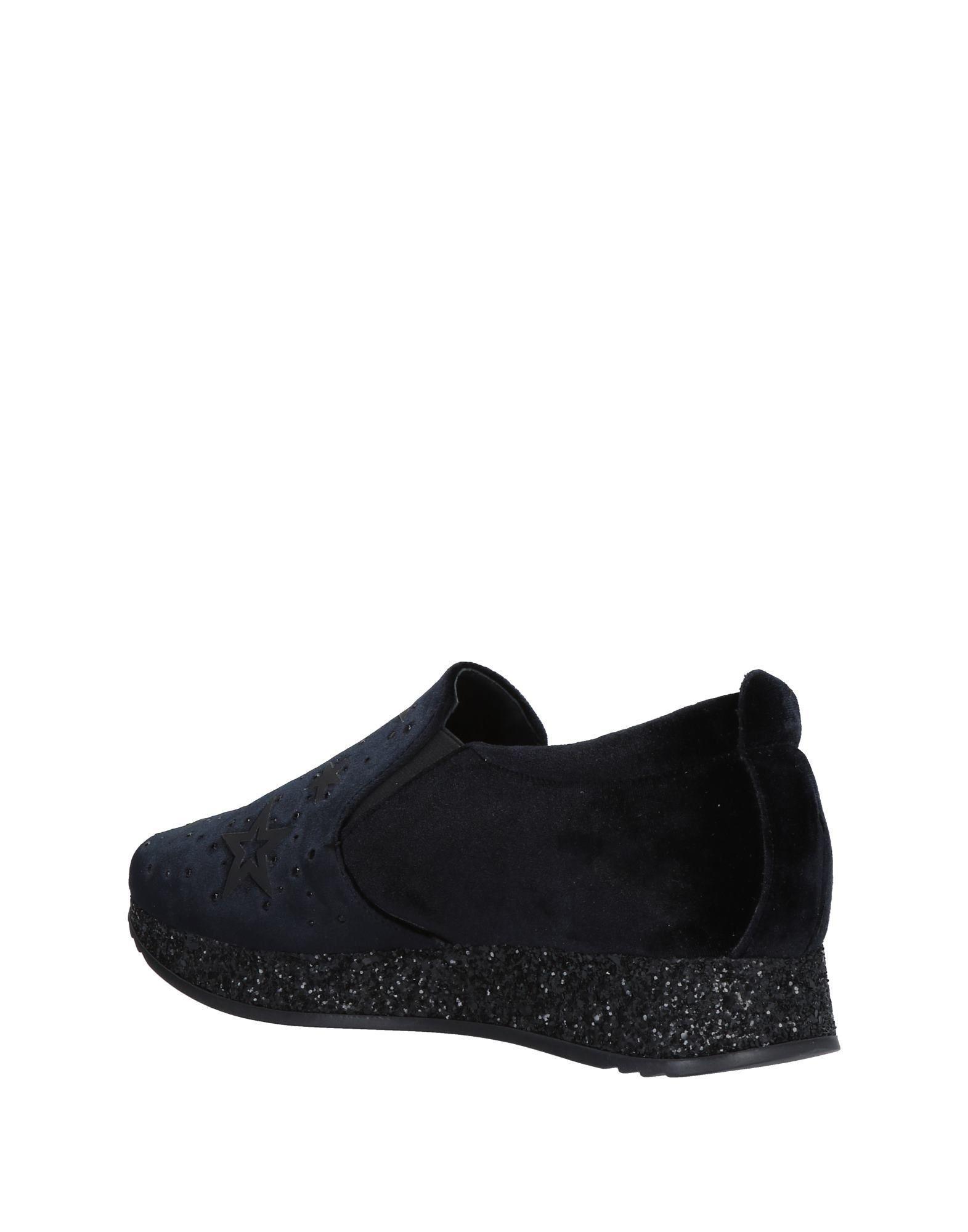 Lea-Gu Velvet Low-tops & Sneakers in Black
