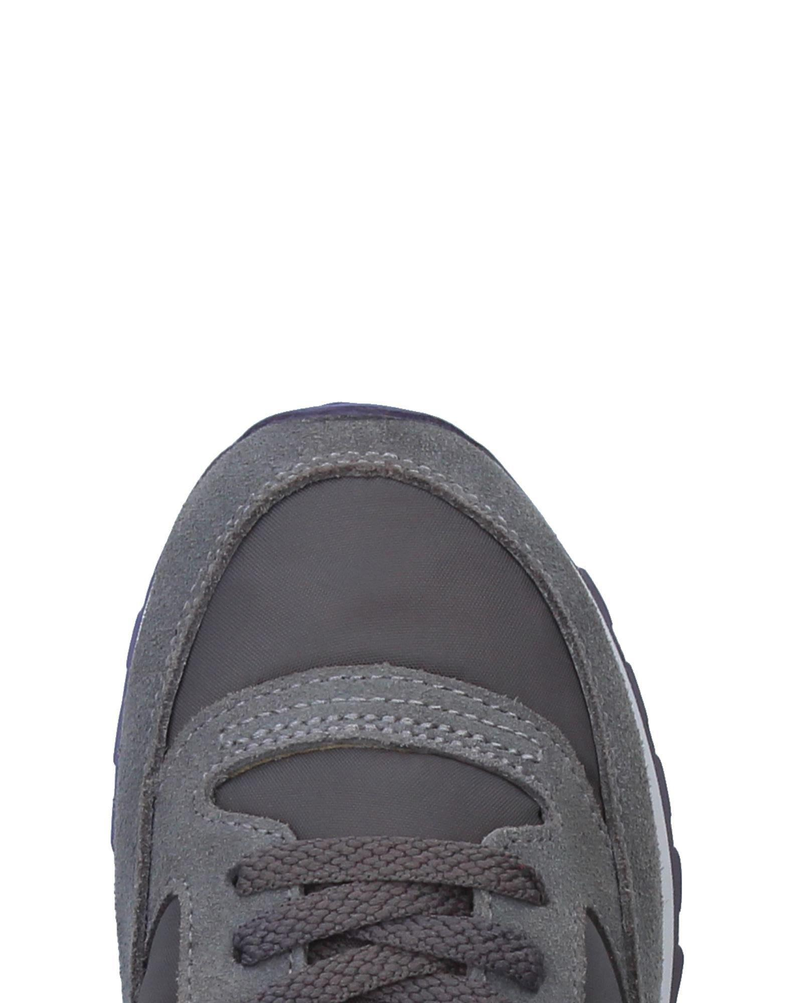 Saucony Low-tops & Sneakers in Lead (Grey)