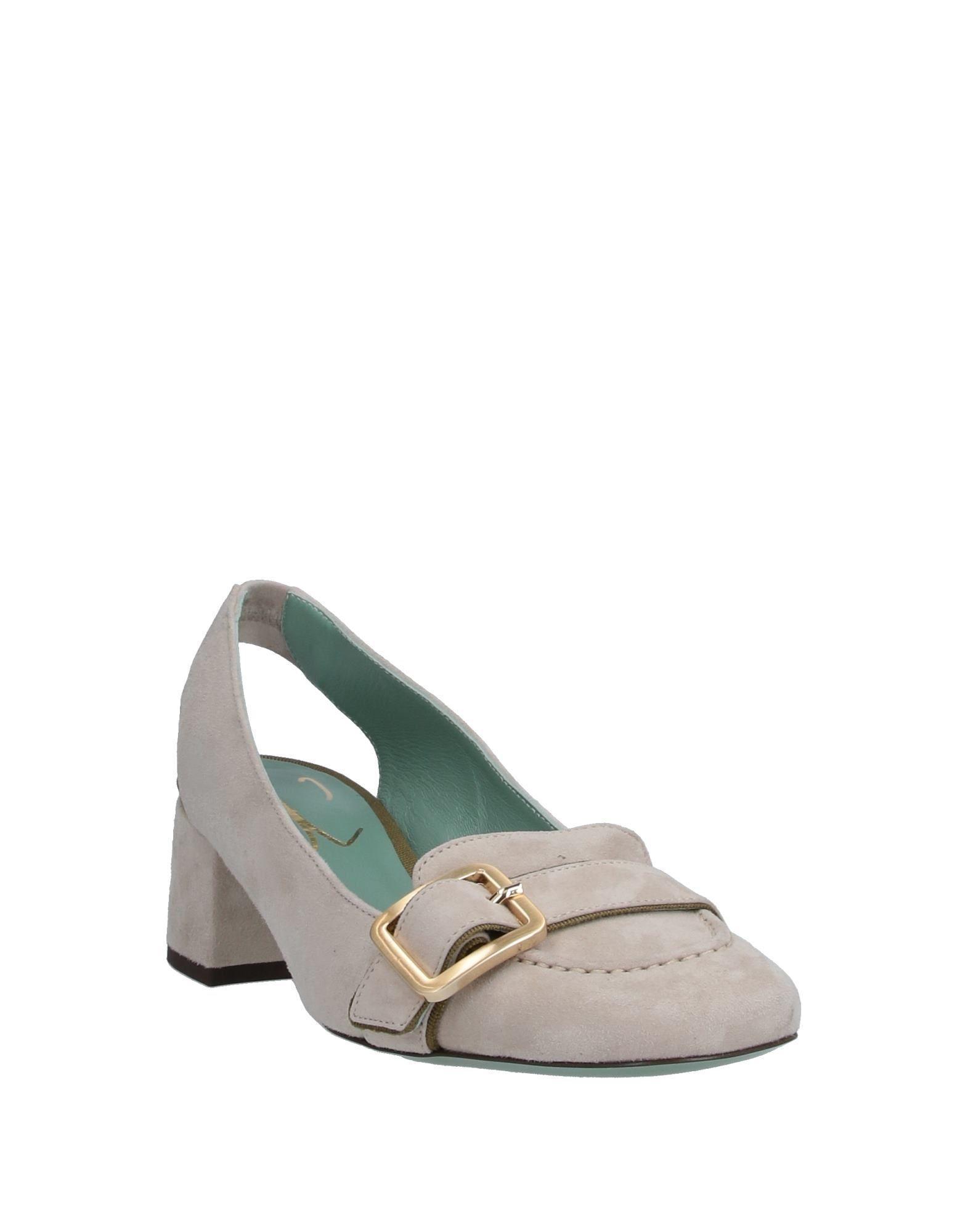 Zapatos de salón Paola D'arcano de Ante de color Gris