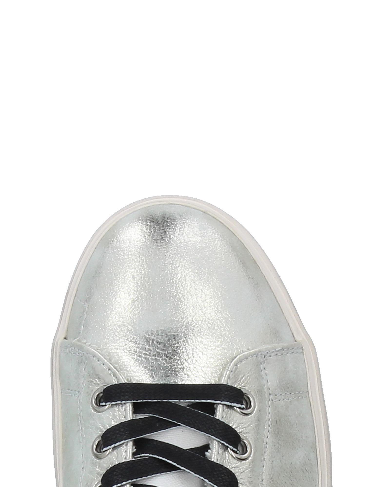 Leather Crown Canvas Low-tops & Sneakers in Silver (Metallic)
