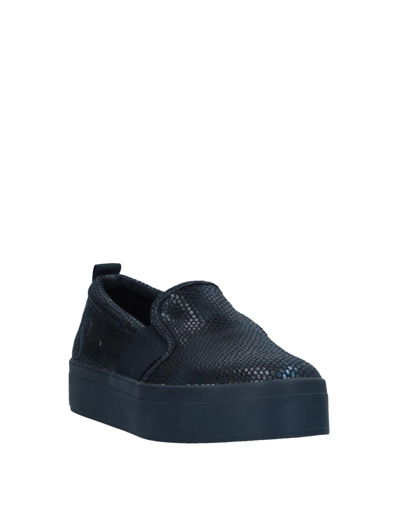 Guess Rubber Low-tops & Sneakers in Blue