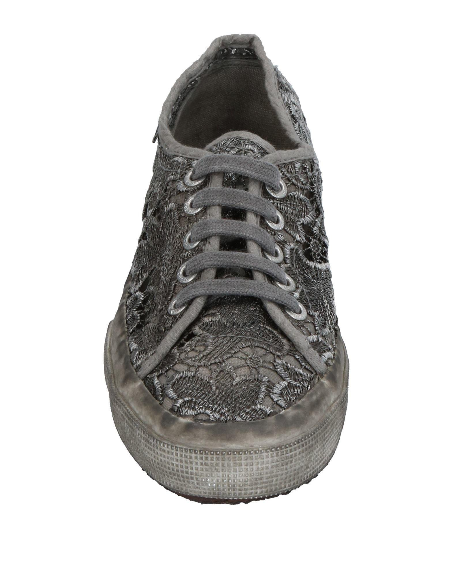Superga Canvas Low-tops & Sneakers in Grey (Grey)