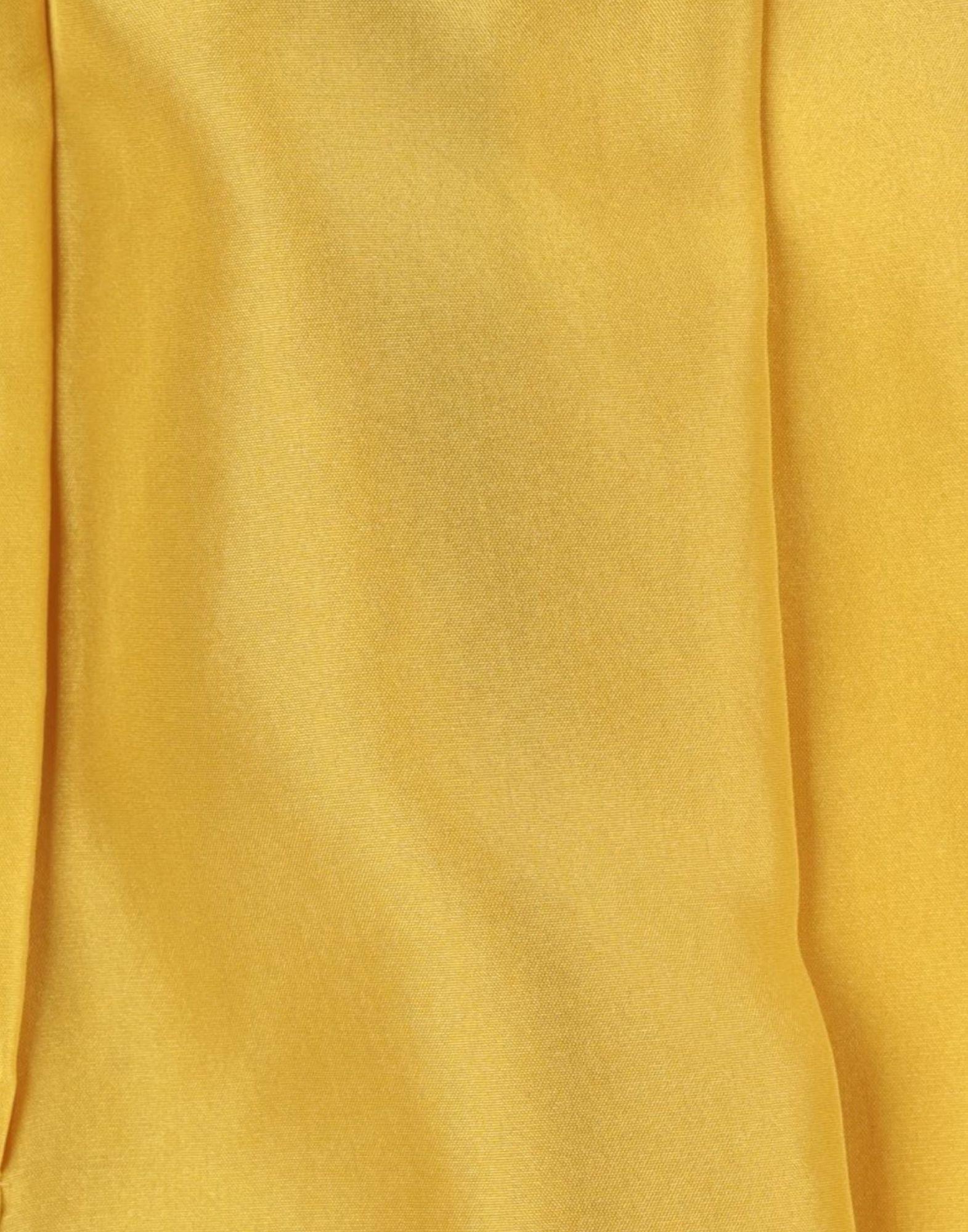Short Satin Jucca en coloris Jaune