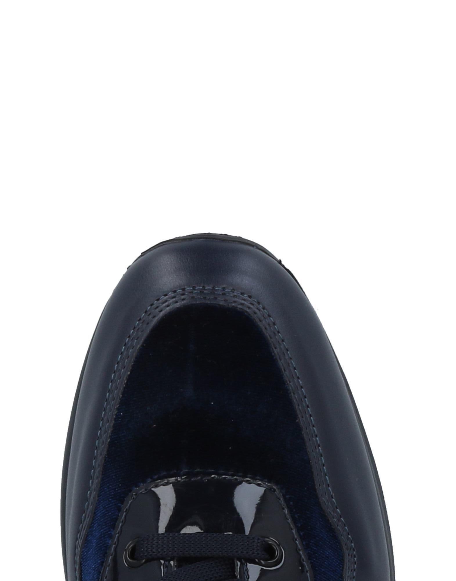 Blu Byblos Velvet Low-tops & Sneakers in Dark Blue (Blue)