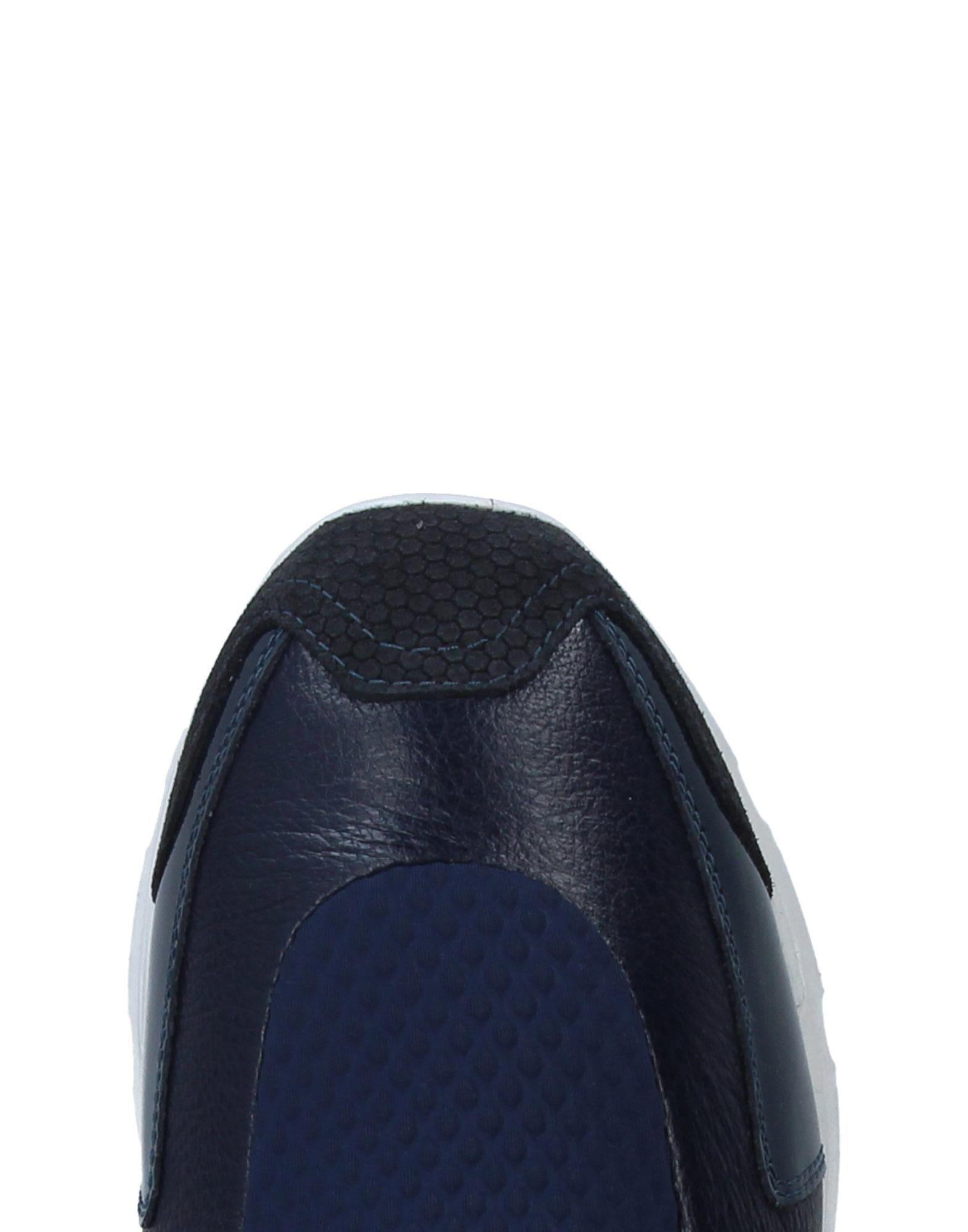 MM6 by Maison Martin Margiela Leather Low-tops & Sneakers in Dark Blue (Blue)