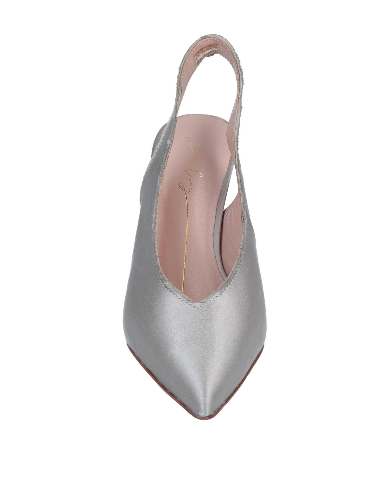 Zapatos de salón Lola Cruz de Raso de color Gris