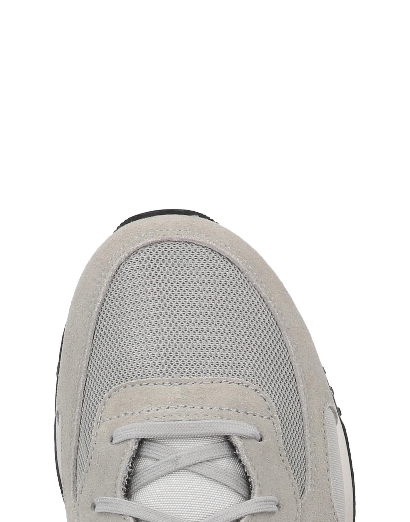 Converse Suede Low-tops & Sneakers in Grey (Grey)