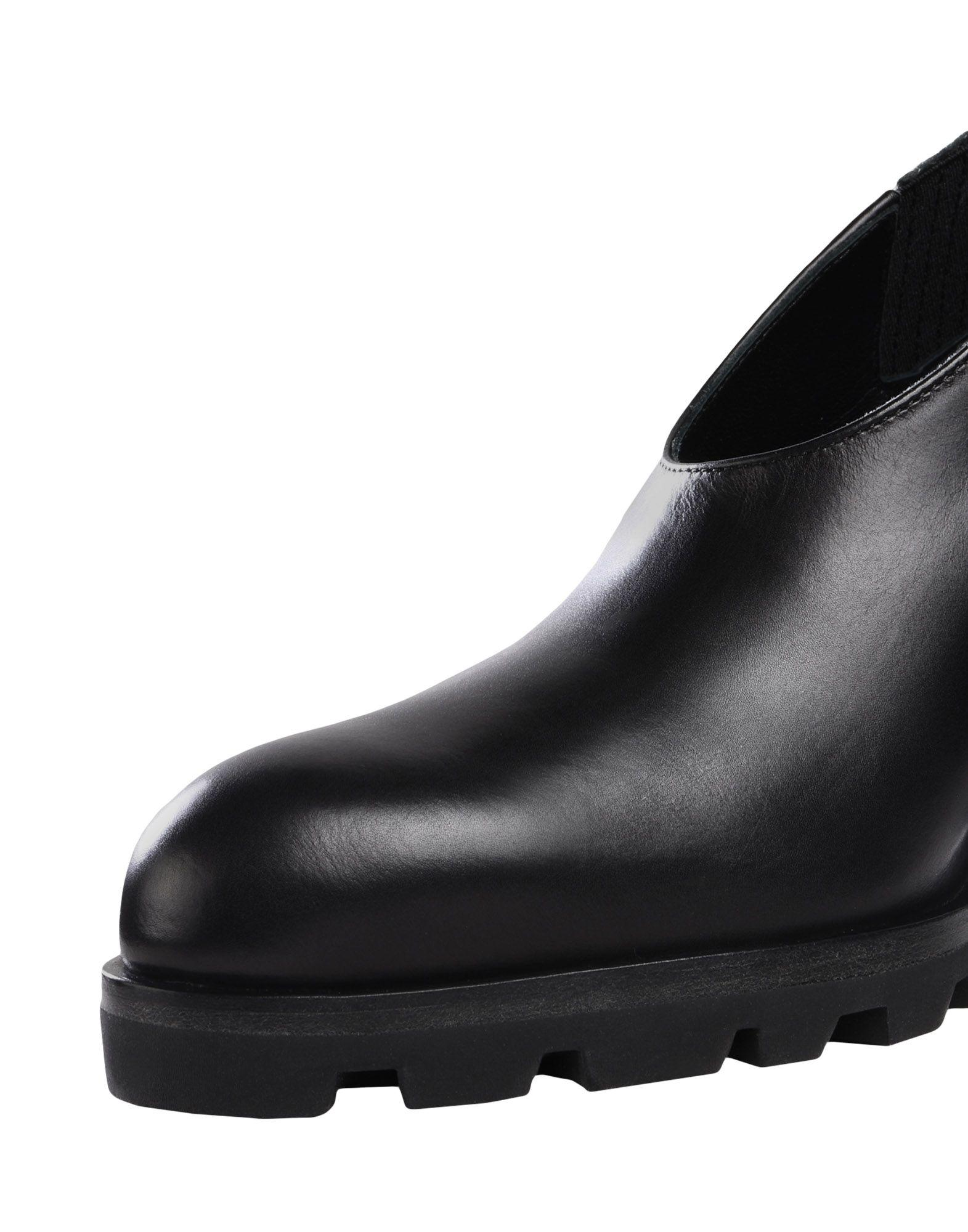 Jil Sander Leather Bootie in Black