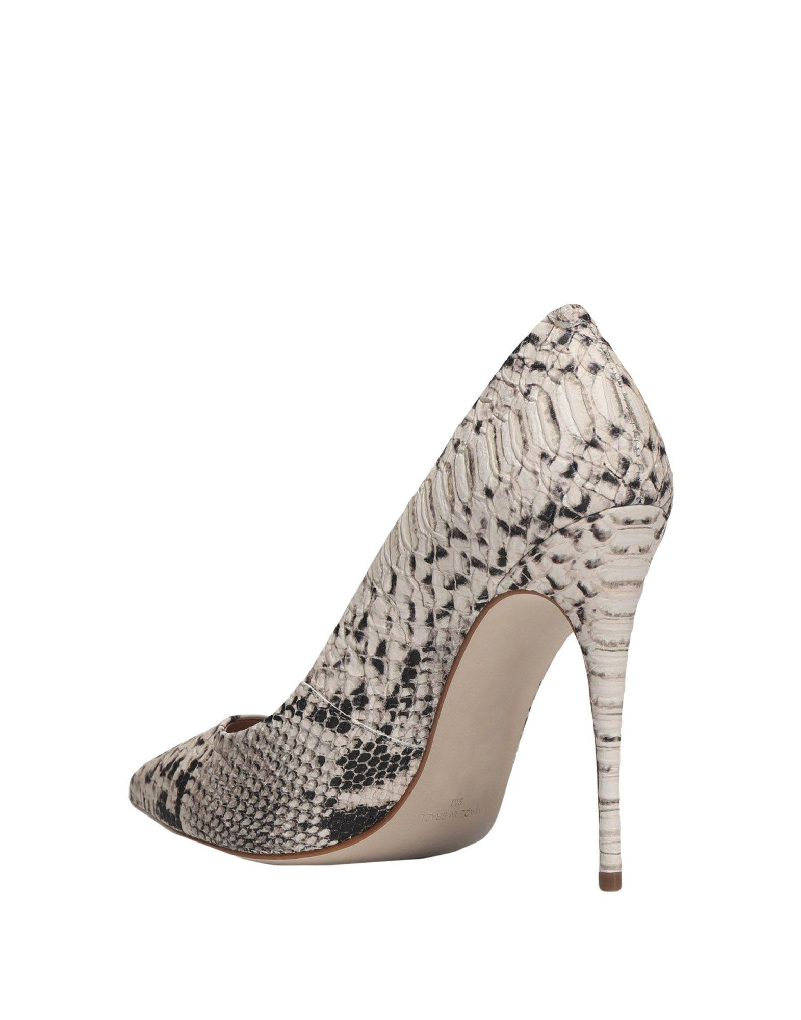 Zapatos de salón Steve Madden de color Neutro